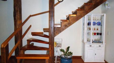 Escada interna casa - vista completa